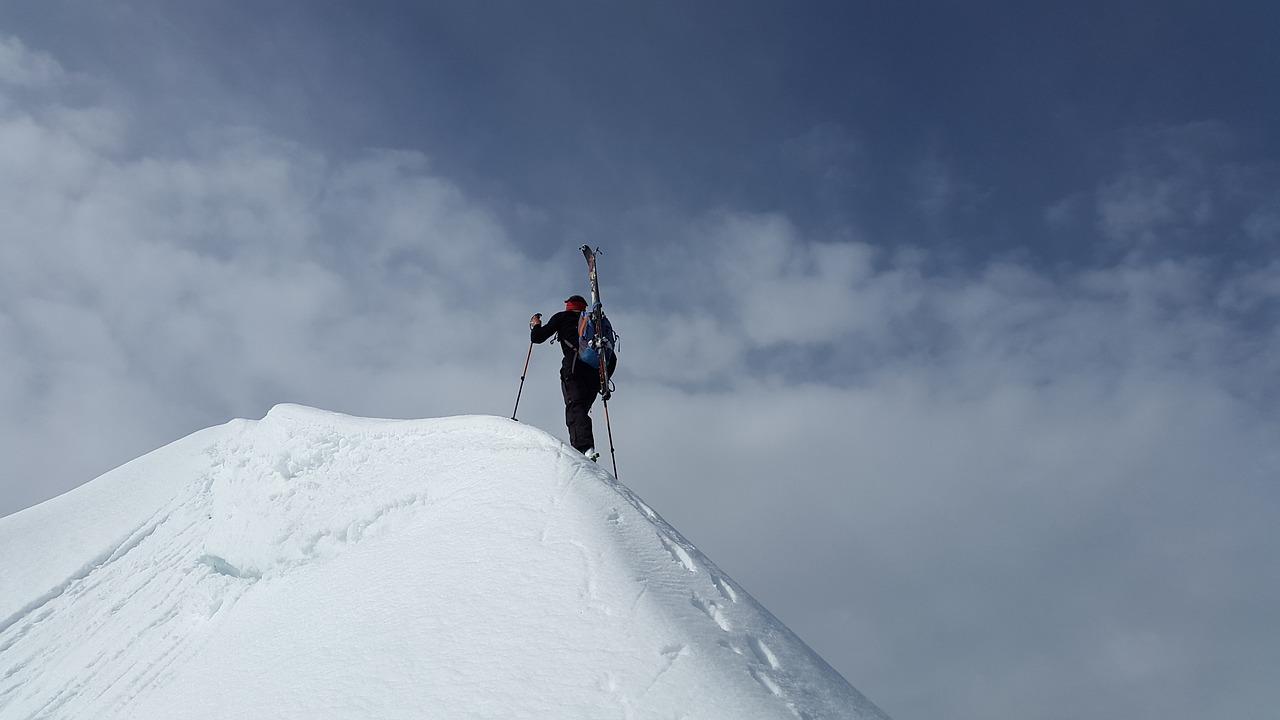 Bergestiger auf dem Gipfel