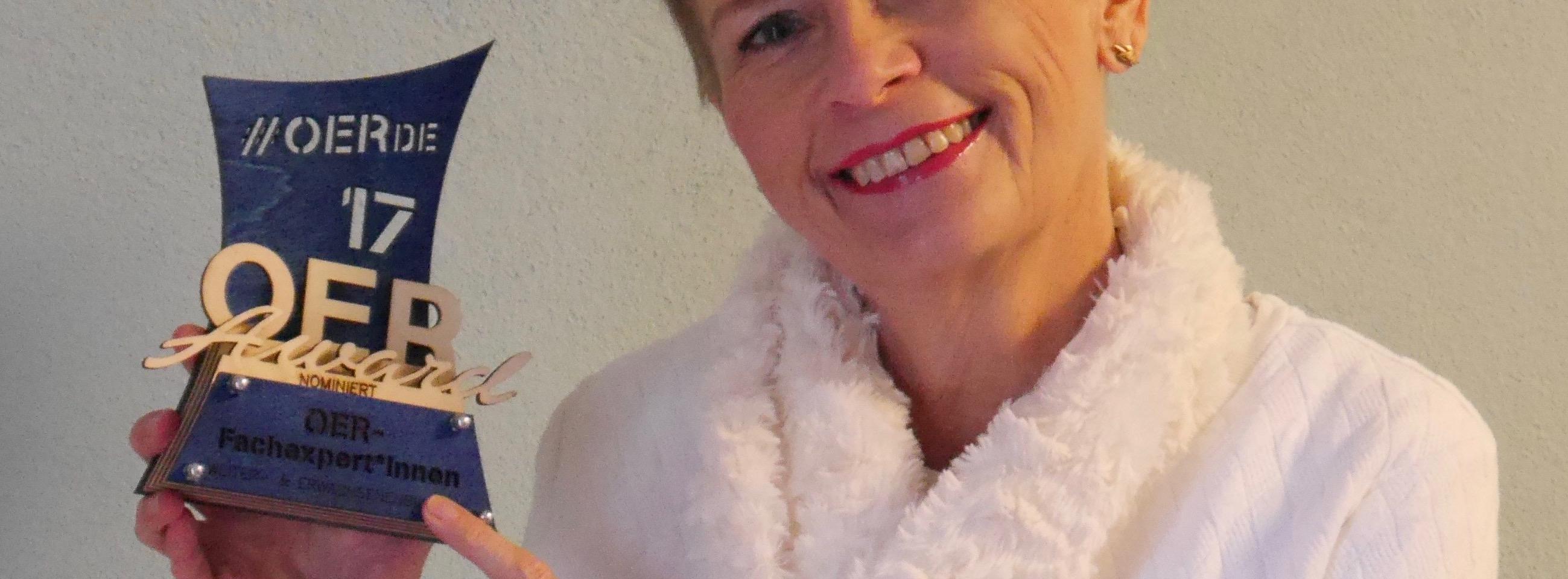 Hedwig Seipel mit dem OER-Award für die Nominierung